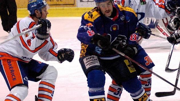 Hokejový útočník druholigového Valašského Meziříčí Martin Varga.