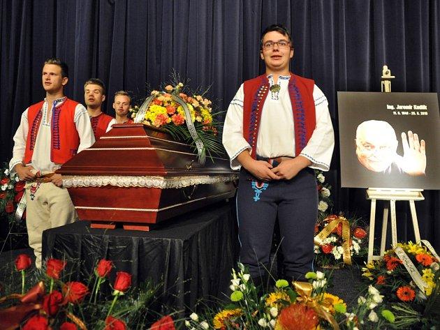 Příbuzní, kolegové a přátelé se v pondělí 7. září 2015 v kině Vatra ve Vsetíně naposledy rozloučili s někdejším vsetínským starostou a později místostarostou, zastupitelem a radním Jaromírem Kudlíkem, který zemřel při dopravní nehodě.