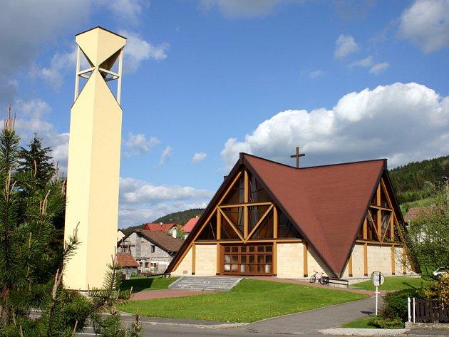Kostel v Horní Lidči bude o víkendu nejdůležitější stavbou ve vesnici.
