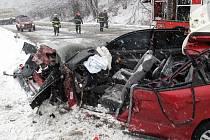 Mezi obcí Dolní Bečva a Prostřední Bečva, došlo k vážné dopravní nehodě mezi osobním autem zn. Citroen C5 a nákladní soupravou s tahačem zn. Mercedes (UA).