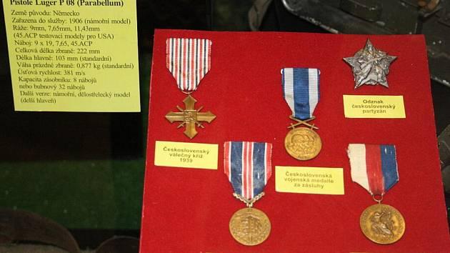 Ve středu se konalo slavnostní otevření výstavy věnováné vojenství.
