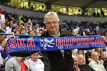 Miroslav Trefil z Dolní Bečvy přijel podpořit české tenisty v boji o Davisův pohár přímo do srbského Bělehradu.