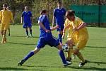 Fotbalisté VKK (žluté dresy) v sobotu 2. května doma prohráli s Novým Jičínem.