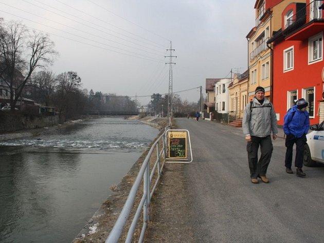 Nábřeží ve Valašském Meziříčí je zanedbané.