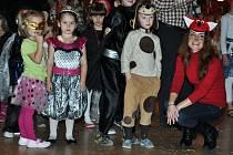 Ve vsetínském Domě kultury se v sobotu 12. ledna 2013 konal již 21. ročník Tříkrálového karnevalu pro děti.