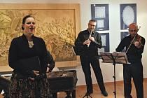 Koncert skupiny Flair cimbalisty Jana Rokyty mladšího se sólistkou Klárou Obručovou v Informačním centru Zvonice na Soláni, sobota 29. listopadu 2014