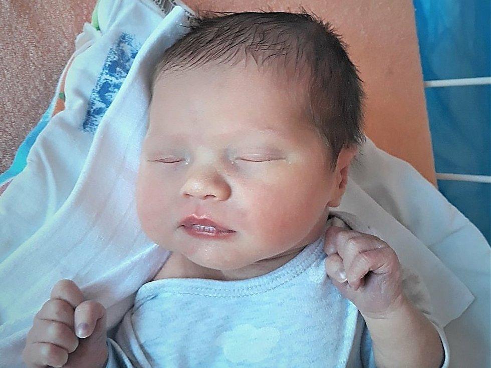 Maxmilian Kučerka, Rožnov pod Radhoštěm, narozen 4. dubna 2021 ve Valašském Meziříčí, míra 49 cm, váha 3240 g