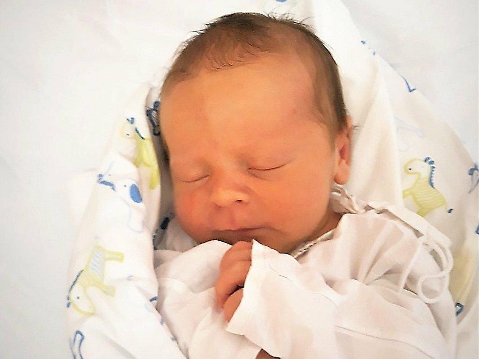 Lukáš Mach, Valašské Meziříčí - Hrachovec, narozen 16. října 2020 ve Valašském Meziříčí, míra 46 cm, váha 3150 g
