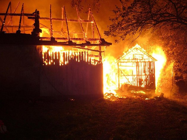Požár statku v obci Mikulůvka na Vsetínsku