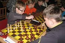 Ve Valašském národním divadle Karolinka se uskutečnil pátý ročník šachové grand prix školní mládeže.