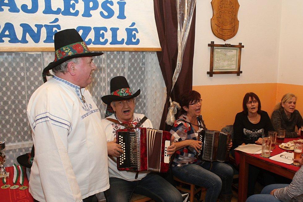 Členové Spolku pro zachování valašských tradic uspořádali 1. února 2020 na Jasence na Moštárně devatenáctý ročník soutěže O najlepší hňápané zelé