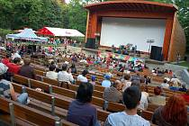 Ve Valašském Meziříčí otevřeli zrekonstruovaný park u zámku Kinských. V novém amfiteátru se při té příležitosti uskutečnil první koncert