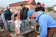 V sobotu 19. října 2018 se v Ratiboři sešli místní obyvatelé na hodovém jarmarku. Obdivovali šikovnost uměleckých kovářů Josefa a Petra Kovářových.