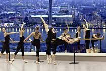 Pedagogové a studenti ZUŠ Alfréda Radoka ve Valašském Meziříčí připravují ojedinělí mezinárodní multimediální taneční projekt. Bude vznikat mimo jiné také v Londýně.
