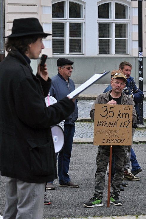 Na náměstí ve Valašském Meziříčí se v neděli 23. května 2021 uskutečnila další demonstrace ze řeku Bečvu bez jedů.