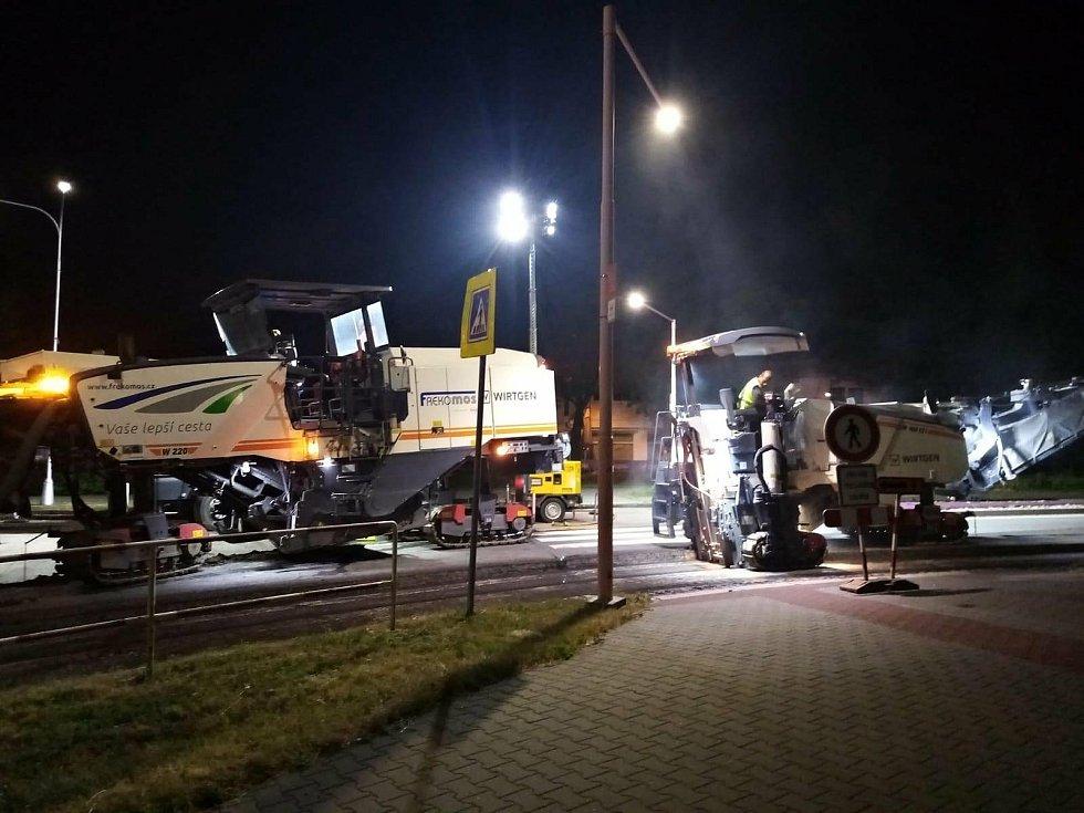 Ředitelství silnic a dálnic ČR zahájilo 14. června 2021 plánované opravy tří okružních křižovatek ve Valašském Meziříčí. Silničáři pracují ve večerních, nočních či brzkých ranních hodinách.
