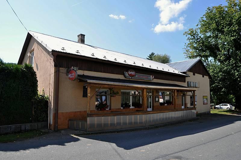 Vidče - budova bývalého kina s restaurací