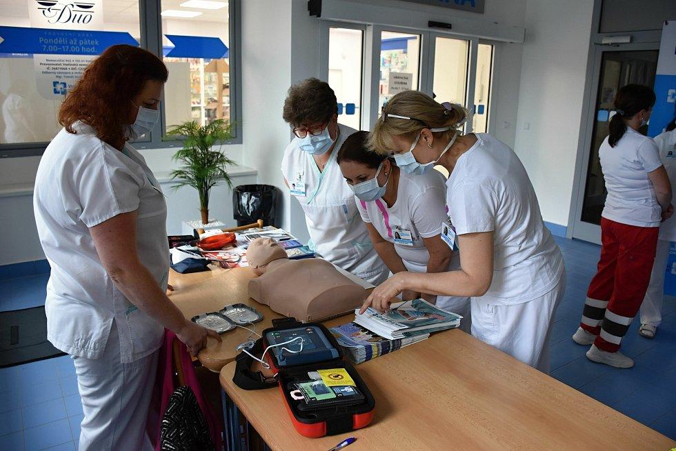 Zdravotníci ve vsetínské poliklinice připomenou návštěvníkům, jak postupovat při poskytování první pomoci.