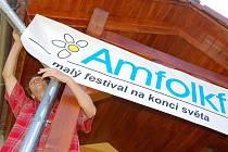 V nově zrekonstruovaném areálu bývalé školy v Pulčíně vrcholí přípravy na hudební festival Amfolkfest, který se koná v sobotu 25. července