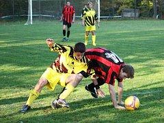 Fotbalisté Kladerub (ve žlutém). Ilustrační foto.