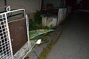 Řidič osobního vozu Volkswagen nezvládl v pondělí 1. května 2017 otáčení silnici v Ratiboři. Naboural do oplocení domu.