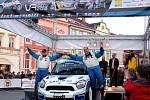 Bonver Valašská rally 2012 – cíl na náměstí ve Valašském Meziříčí – třetí v pořadí posádka Pech-Uhel.