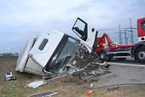 Dopravní nehoda na kruhovém objezdu v Lešné se obešla bez zranění