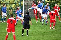 V Kelči se hrál v sobotu zápas o čelo tabulky a rezerva Slavičína si poradila nečekaně hladce s domácím týmem 3:0. Domácí (modré dresy) ) si postupové sny hodně zkomplikovali.