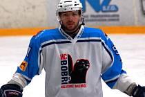 Útočník hokejových Bobrů Lukáš Bokroš. Ilustrační foto.