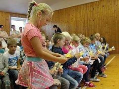 Na Základní a mateřské škole Leskovec zahájili 4. září 2017 nový školní rok. Děti přivítal ředitel školy Pavel Mičunek a hlavně prvňáčkům popřál, ať se jim ve škole líbí. Prvňáčky si pak do své třídy odvedla jejich třídní učitelka Pavlína Slezáková.