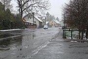Ačkoli pohled do kalendáře utvrzuje, že je jaro,  na mnohých místech na Valašsku to 19. dubna 2017 vypadalo jako uprostřed zimy.
