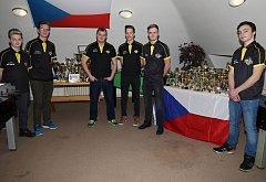 Čeští juniorští reprezentanti ve stolním fotbalu z rožnovského FoosForLife týmu.