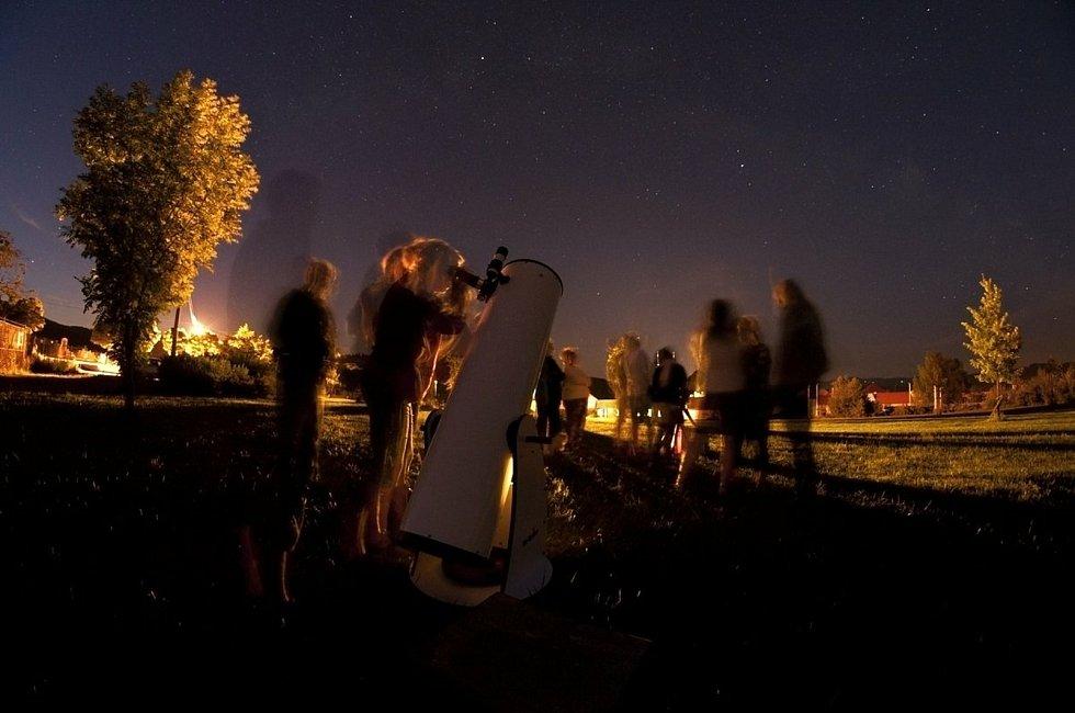 Večerní pozorování oblohy v Zašové na Vsetínsku.