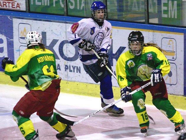 Hokejistky Vsetína (v zelených dresech)