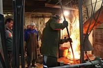Ve zvonařství Josef Tkadlec v Halenkově na Vsetínsku v pátek 21. října 2016 odlévali nový a první zvon pro zlínský evangelický kostel.