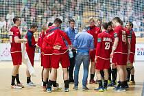 Čeští házenkáři (v červeném) v sobotním přípravném zápase v Zubří nestačili na Polsko (36:37).