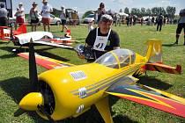 Pilot akrobatických modelů letadel Josef Kalčák ze Vsetína