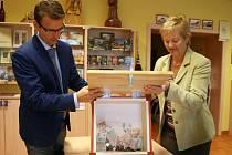 Čtyři tisíce a devadesát dvě koruny dosud vhodili lidé do pokladničky veřejné sbírky na obnovu chaty Libušín, která je umístěná v Turistickém informačním centru v Rožnově pod Radhoštěm.