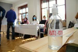 Ve volebním okrsku č. 13 na Masarykově gymnáziu ve Vsetíně hlasovali obyvatelé Vsetína 2. října 2020 v krajských volbách.