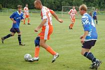 V zápase vsetínské III. třídy Hrachovec B (modré dresy) porazil 3:2.