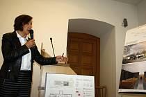 Valašskomeziříčští zastupitelé se ve čtvrtek zabývali také studií možné podoby obřadní síně. Prezentaci vítězného návrhu představila předsedkyně poroty Milena Vitoulová.