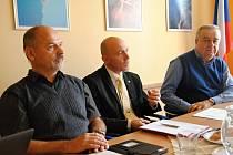 Zástupci deseti firem ze Vsetínska a okolí se ve čtvrtek 16. listopadu 2017 sešli s ředitelem Integrované střední školy Centra odborné přípravy ve Valašském Meziříčí Petrem Pavlůskem.