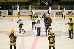 Vsetínští hokejoví fanoušci slavili v sobotu 12. října 2019 přesně na den 80. výročí založení klubu. Slavnostní buly hodil Rostislav Vlach.