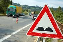 Silničáři začali 10. srpna s frézováním povrchu silnice I/57 v úseku Poschla – Bobrky u Vsetína. Motoristé musejí v nejbližší době počítat i s úplnou uzavírkou úseku.