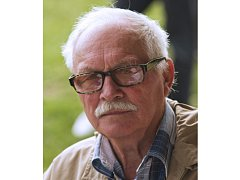 Zdeněk Hartinger (+78) se o fotografování začal zajímat už ve dvanácti letech. Fotil reportáže, abstrakce i portréty, ale především zachycoval valašskou krajinu.