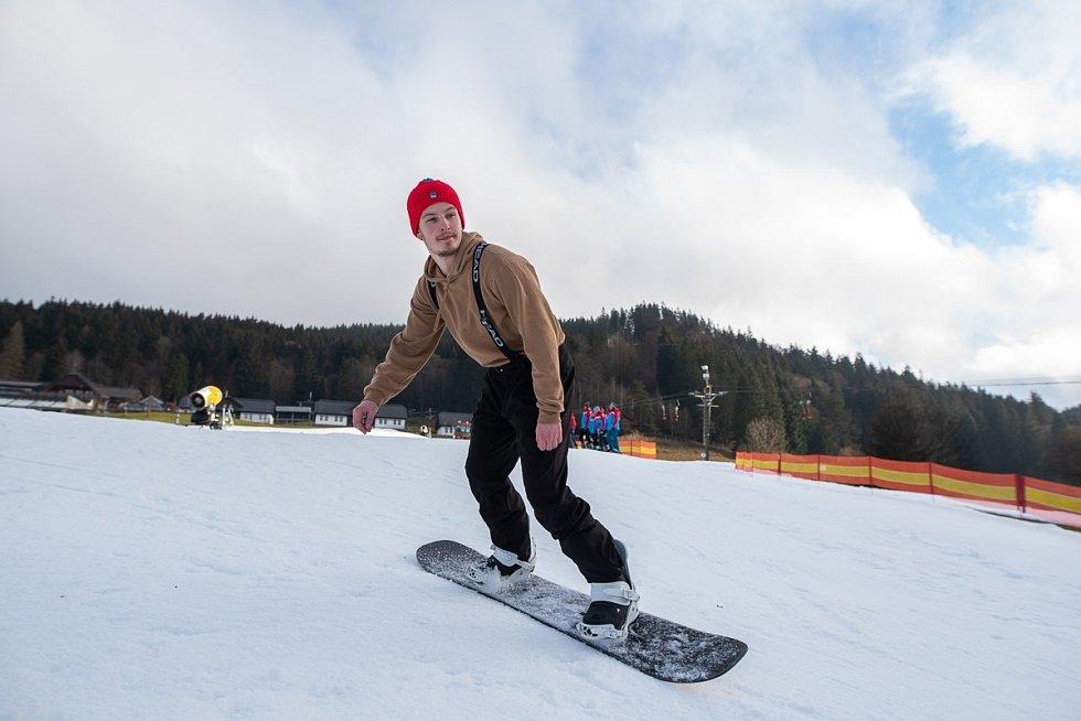 Lyžařská sezóna ve Velkých Karlovicích začala, v provozu je sjezdovka Horal
