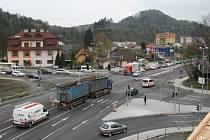 Hlavní křižovatka v Rožnově pod Radhoštěm.