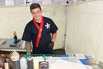 Kuchařský mistr Roman Robenek připravuje sushi na Garden Food Festivalu v Rožnově pod Radhoštěm, ve Ville Rosenaw 29. července 2020.