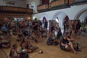 V sále zámku Žerotínů