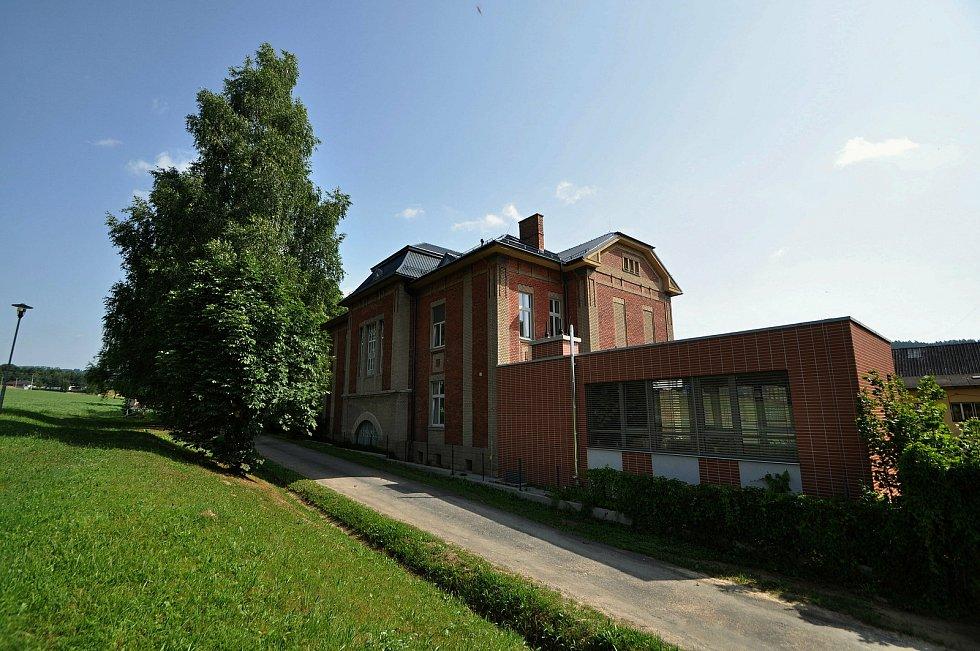 Zašová - Komunitní dům seniorů vznikl v budově bývalé školy v areálu zašovského kláštera.